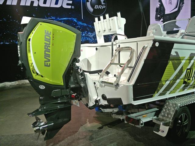 Зеленый мотор с катером