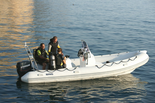 лодки BRIG модель Falcon riders